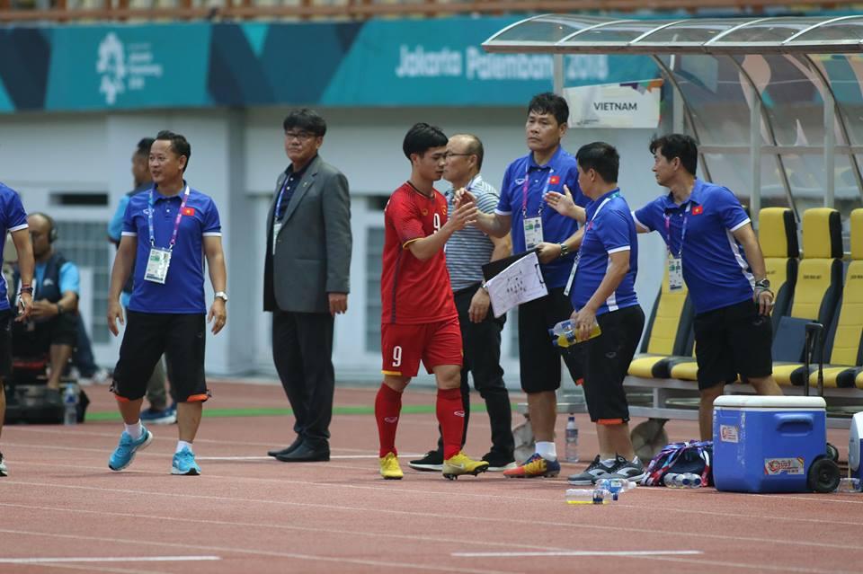 TRỰC TIẾP U23 Việt Nam 3-0 U23 Pakistan (H2): Văn Đức dọn cỗ, Công Phượng ghi bàn - Bóng Đá