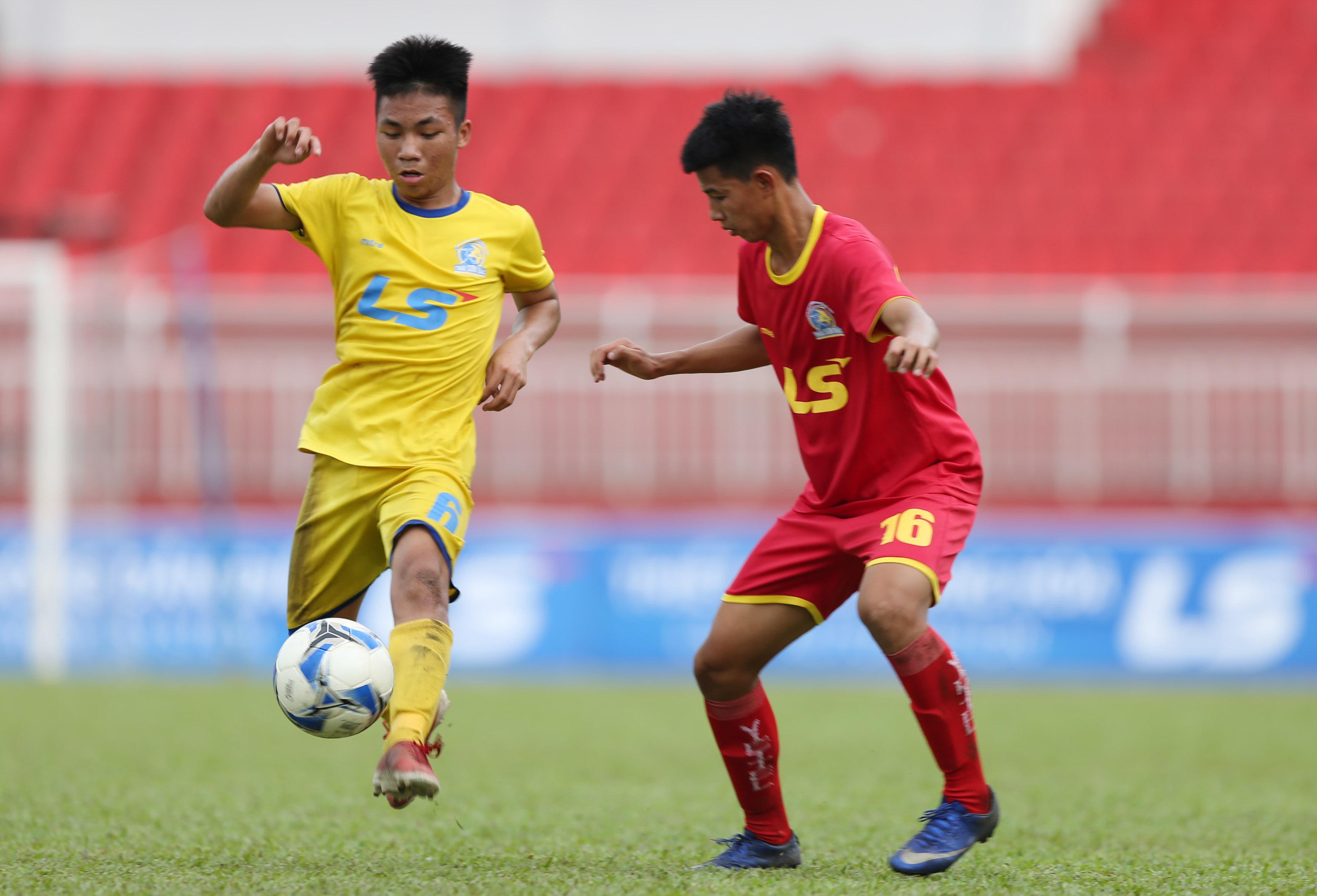 """VCK U15 Quốc gia 2018: Thắng Viettel trên loạt """"đấu súng"""", SLNA lên ngôi vô địch - Bóng Đá"""