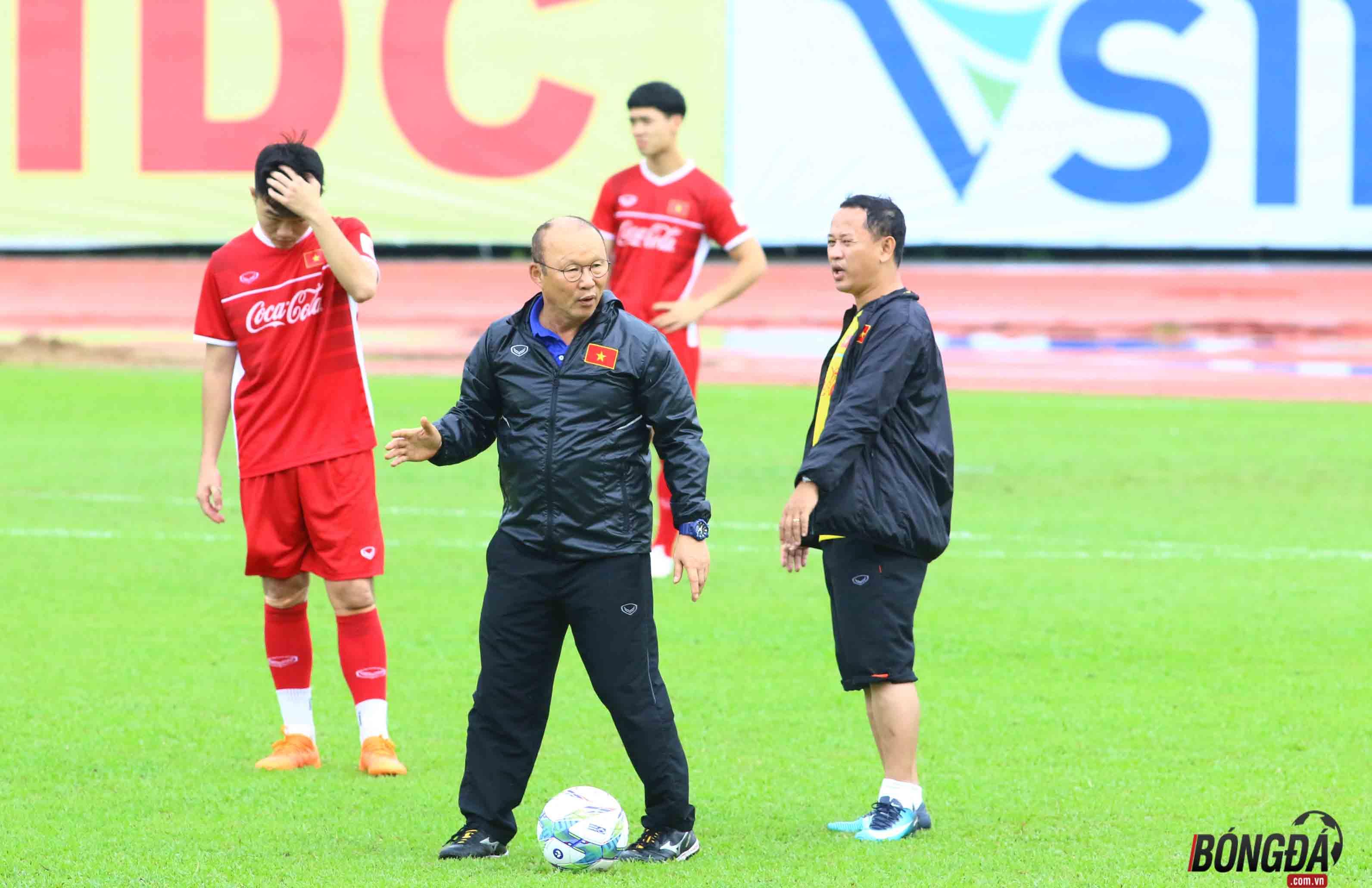 Trở lại Việt Nam, HLV Park Hang-seo chính thức tuyển quân chiến AFF Cup 2018 - Bóng Đá