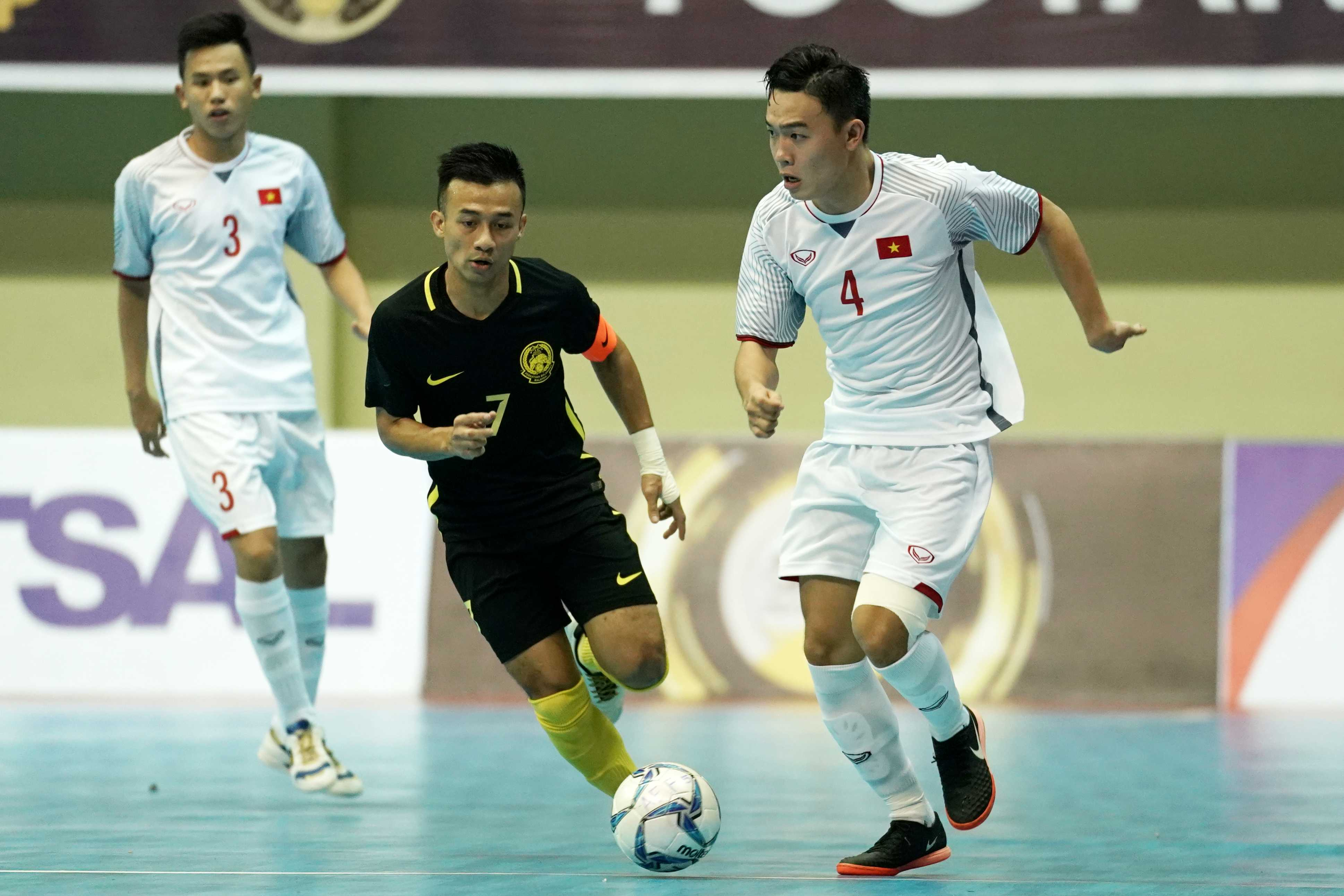 Thua đau trên chấm phạt đền, ĐT Futsal Việt Nam mất vé vào chung kết - Bóng Đá