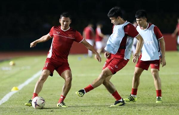 TRỰC TIẾP: Philippines 0-0 ĐT Việt Nam: Xuân Trường - Công Phượng dự bị, Quang Hải đá chính - Bóng Đá