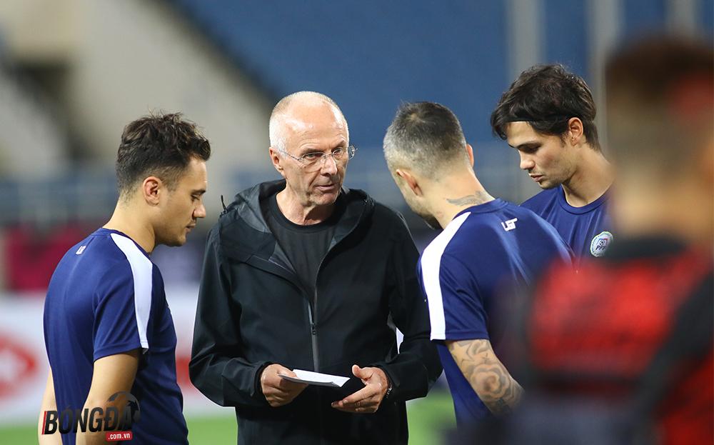 Thầy Beckham, Gerrard họp chiến thuật mơ đánh bại Việt Nam trên sân Mỹ Đình  - Bóng Đá