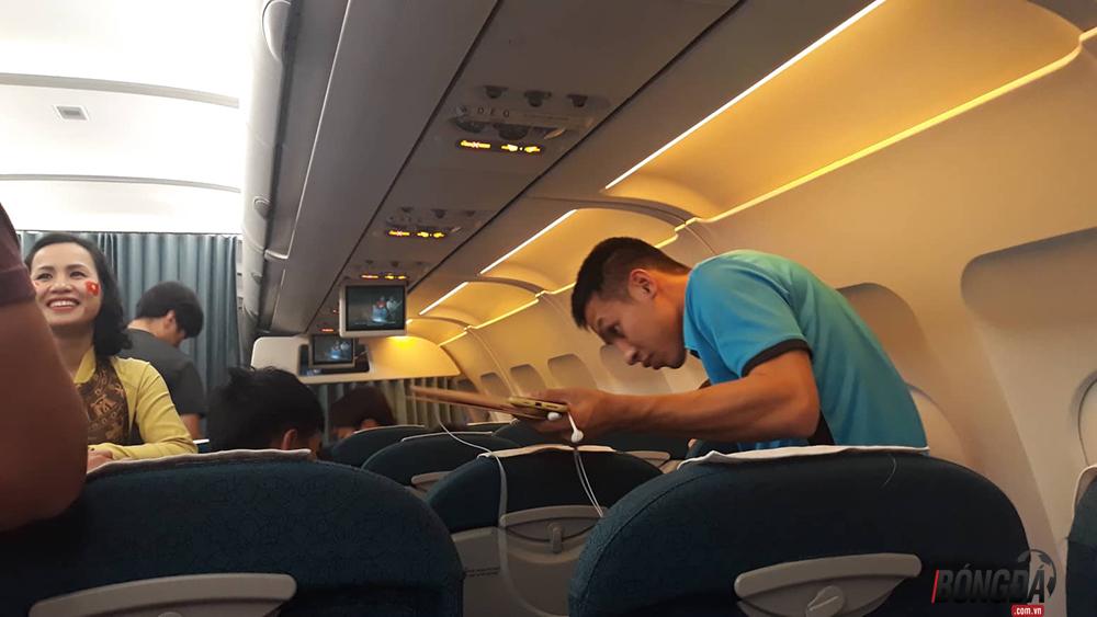 HLV Park Hang-seo nhường ghế Vip trên máy bay cho học trò - Bóng Đá
