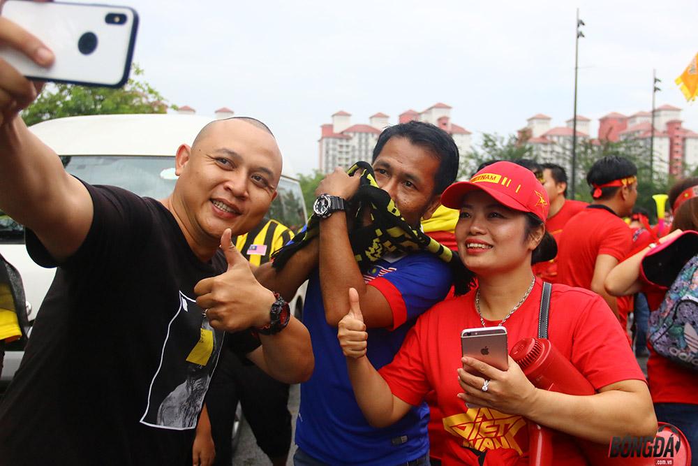 CĐV Malaysia máu lửa như thế nào ở
