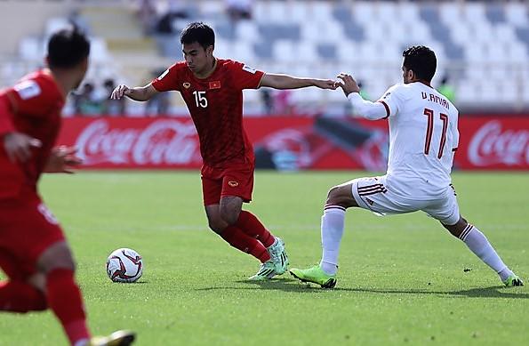 Trực tiếp ĐT Việt Nam 0-0 ĐT Iran (H1):Văn Lâm liên tiếp cứu thua - Bóng Đá