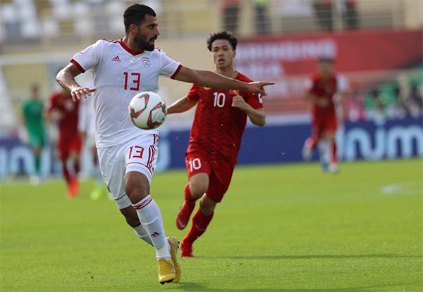 Trực tiếp ĐT Việt Nam 0-0 ĐT Iran (H1): Văn Lâm liên tiếp cứu thua - Bóng Đá