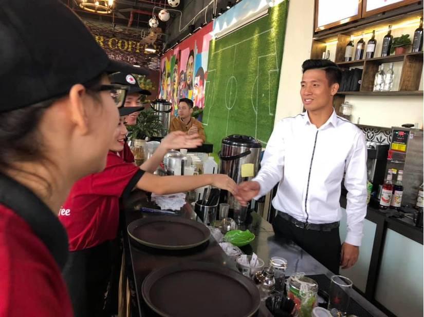 Chi tiền tỉ Bùi Tiến Dũng làm ông chủ quán Cà phê - Bóng Đá