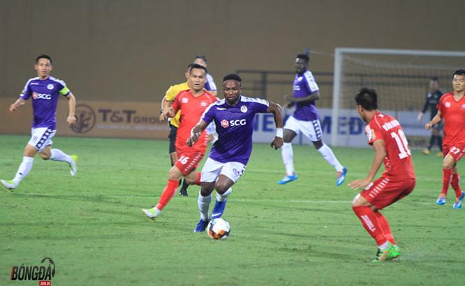 Trực tiếp Hà Nội FC 0-0 Hải Phòng: Omar đá hỏng pen, trận đấu tạm hoãn vì pháo sáng - Bóng Đá