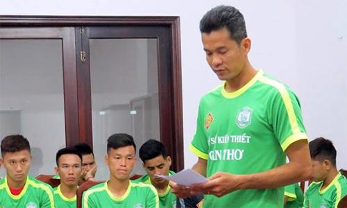 Cầu thủ tự đá về lưới nhà được giảm án - Bóng Đá