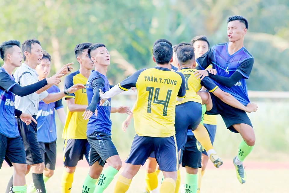 """Cầu thủ hạng nhì Bến Tre và Long An """"đấu võ"""" trước thềm mùa giải mới 2019 - Bóng Đá"""