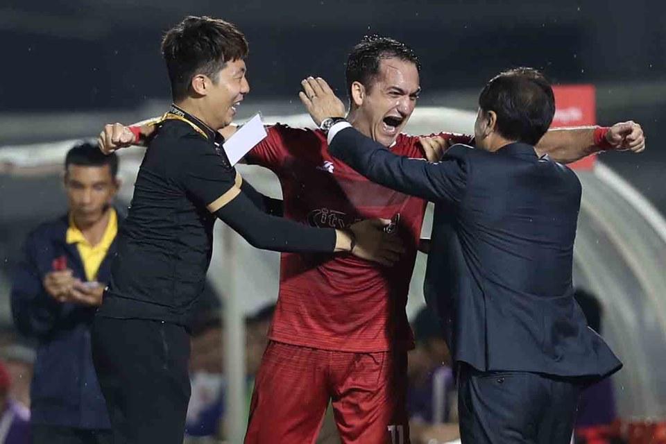 Giúp TP.HCM thắng hoa ở V-League, xây chắc ngôi đầu HLV Chung Hae Soung nói gì? - Bóng Đá