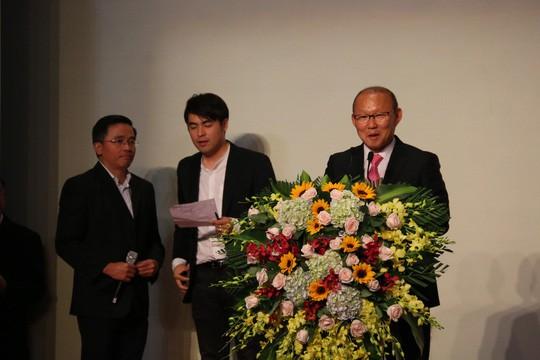 Điểm tin bóng đá Việt Nam sáng 27/6: VFF ký 3 năm với thầy Park; Xuân Trường về nước đá cặp Tuấn Anh - Bóng Đá