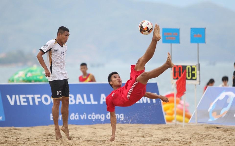 """Bóng đá bãi biển 2019: Tân binh Gia Việt """"cưa điểm"""" với nhà ĐKVĐ Khánh Hòa - Bóng Đá"""