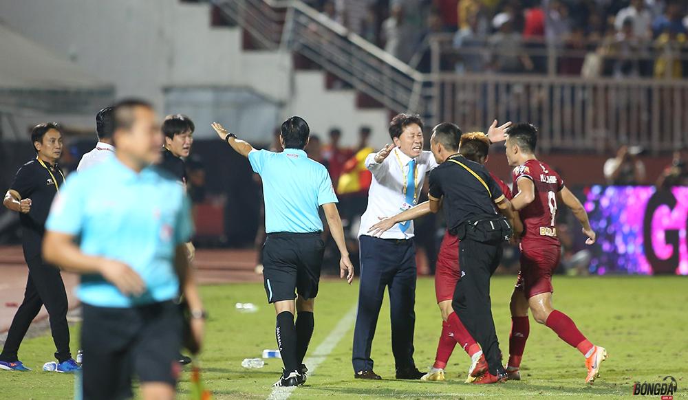 Cưa điểm với Hà Nội, duy trì ngôi nhất bảng TP.HCM nhận thưởng vượt khung - Bóng Đá