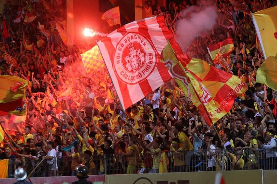 Hà Nội FC trả viện phí cho CĐV bị thương vì pháo sáng? - Bóng Đá
