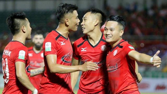 Sự tương phản thú vị của hai trường phái bóng đá tại V-League - Bóng Đá