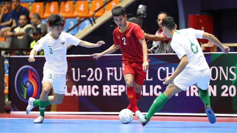 Việt Nam và Thái Lan rủ nhau xách vali về nước sau vòng tứ kết giải châu Á - Bóng Đá