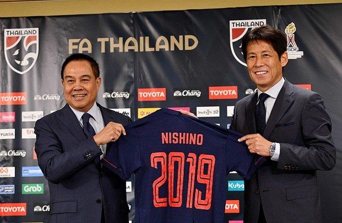 Vừa nhậm chức ĐT Thái Lan, HLV Nishino đã tuyên chuyến với thầy Park - Bóng Đá