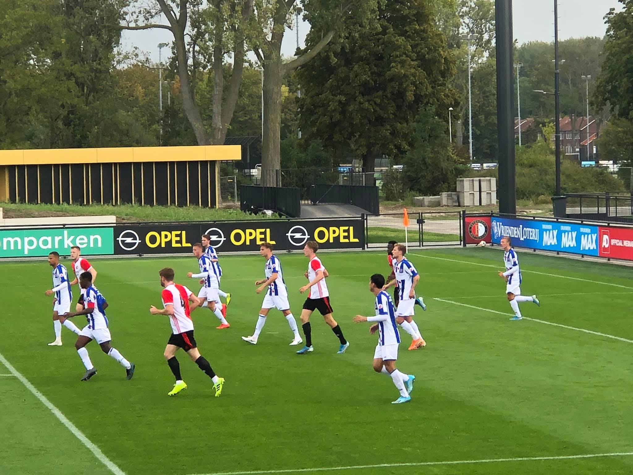 Đoàn Văn Hậu ra sân cùng đội trẻ Heerenveen, chính thức đạp cỏ trời Âu - Bóng Đá