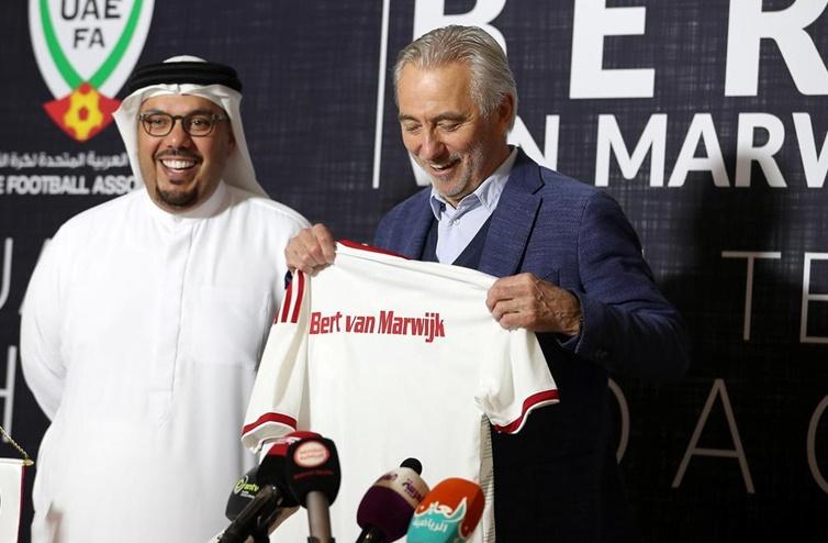 HLV trưởng UAE tuyên bố nắm rõ bài tẩy của đội tuyển Việt Nam - Bóng Đá