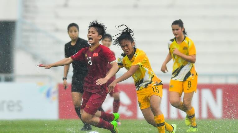 """Việt Nam thua…tại """"ông trời"""",Thái Lan thảm bại trên sân nhà - Bóng Đá"""