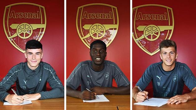 NÓNG: Arsenal ký hợp đồng với một lúc 3 cầu thủ - Bóng Đá