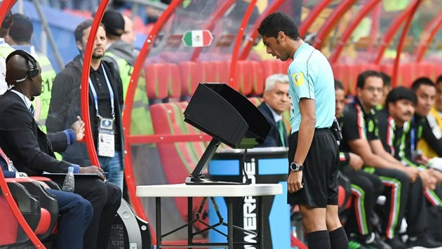 UEFA gây SỐC khi đem thứ 'nhảm nhí' này vào Champions Leagye - Bóng Đá