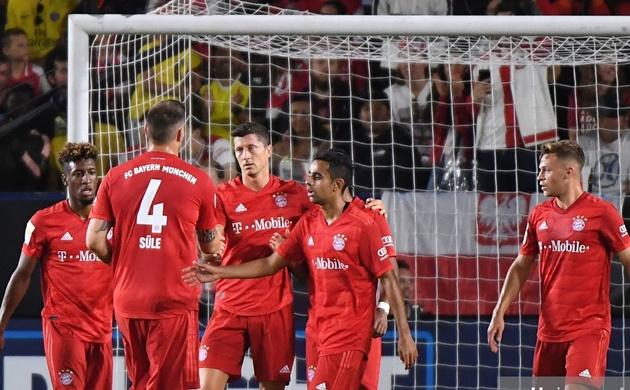 Đánh bại Bayern, Oezil trình làng kiểu đầu cực