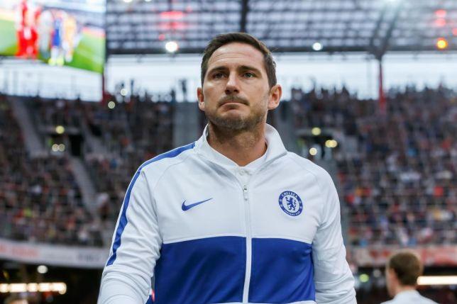 Frank Lampard như người hùng, cầm tay không bước vào