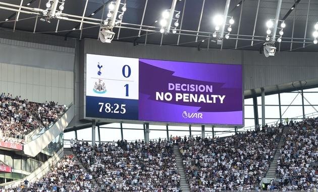Bị VAR quay lưng, Tottenham thua sốc trên sân nhà - Bóng Đá