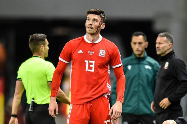 Cầu thủ đổ máu, xứ Wales chật vật giành về 1 điểm từ Đông Âu - Bóng Đá