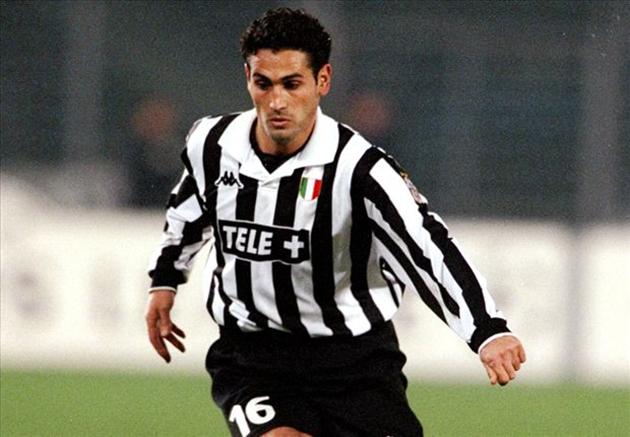 8. Nicola Amoruso (17 bàn) - Tiền đạo này từng có quãng thời gian 6 năm gắn bó với Juventus (1996-2002) nhưng không để lại nhiều ấn tượng. Ông chủ yếu chơi cho các đội bóng nhỏ hơn như Perugia, Reggina, Parma vá Atalanta.