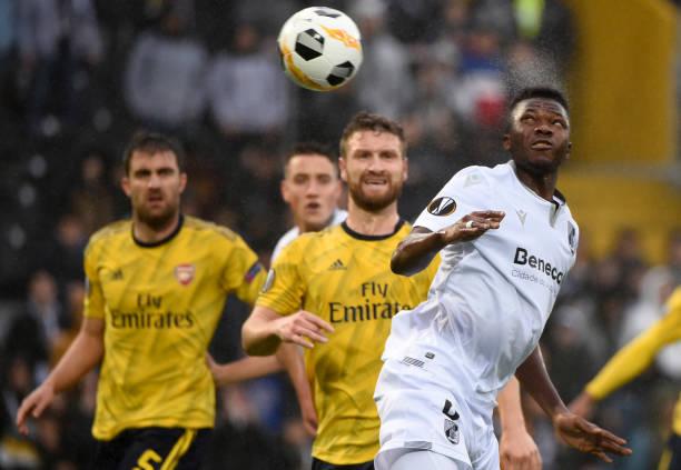 5 điểm nhấn Vitoria1-1 Arsenal: Lần đầu cho Mustafi;