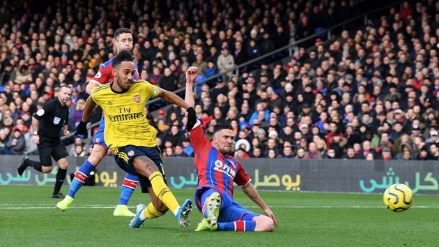 VAR 'trừng phạt' Aubameyang, Arsenal ngậm ngùi đánh rơi chiến thắng - Bóng Đá