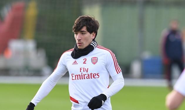 Sao Arsenal gây choáng với kiểu tóc mới nhất của mình trên sân tập - Bóng Đá