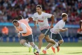 Ra mắt M.U, Ibrahimovic lập ngay siêu phẩm 'cắt kéo'
