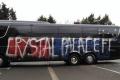 Fan Crystal Palace tự phá xe CLB vì nhầm là đối thủ
