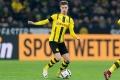 Sau Man Utd, tới Barca giành sao Dortmund với Man City