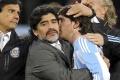 Maradona: 'Messi chỉ diễn kịch ngớ ngẩn'
