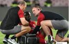 'Lá bài tẩy' Liverpool đau đớn rời sân bằng cáng