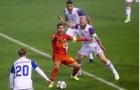 Hazard 'khóc thét' giữa vòng vây cầu thủ Iceland