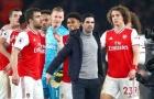 Fan Arsenal thể hiện tình cảm với các cầu thủ trước trận gặp Bournemouth