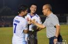 'Bỏ quên' Nghiêm Xuân Tú, HLV Park Hang-seo đợi gần 10 phút để bắt tay Thanh Trung, Huy Hùng