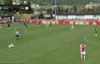 Thêm một cầu thủ đột quỵ trên sân