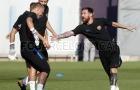 Các ngôi sao Barca chơi 'đuổi bắt' trên sân tập