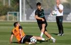 Asensio khiến Carvajal ngã sóng soài trên sân tập