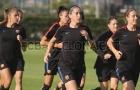 Đội tuyển nữ Barca rạng rỡ trên sân tập