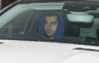 Mkhitaryan mặt 'hầm hầm' lái xe đến sân tập