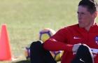 Khuôn mặt mang 'tâm sự' của Fernando Torres trên sân tập