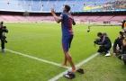 Tân binh Barca đi 'chân chim' ra mắt người hâm mộ